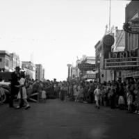 Main_Street_Crowd_488.jpg